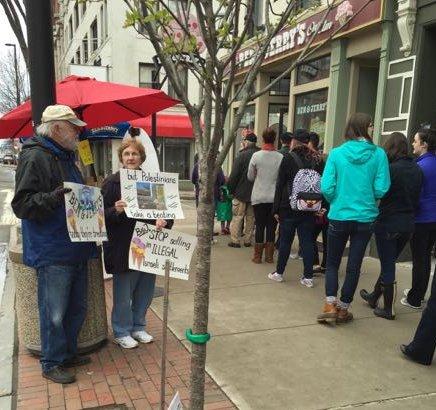 Cafe Palestina leafleting